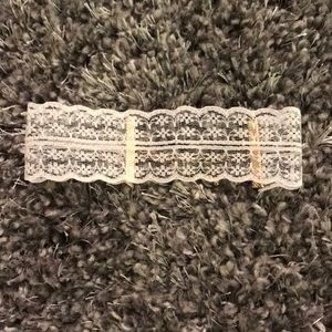 White lace choker necklace perfect condition